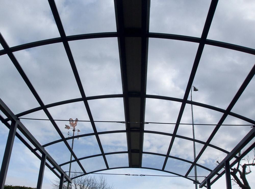 copertura in ferro con tiranti di collegamento