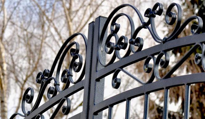 Particolare con sabbiatura di cancello in ferro